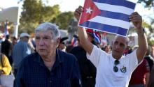 Hundreds of Cuban exiles who demand the continuation of the Family Reunification Parole Program in Miami's Cuban Memorial Park. Via RTVE.