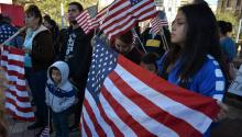 """Demonstrators meet in El Paso, Texas (United States) on Saturday, January 13, 2018, to protest against the lack of legal protection in which thousands of """"dreamers"""" find themselves. EFE / Alberto Ponce de León"""