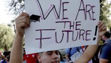 Los partidarios de la Acción Diferida para los Llegados en la Infancia protestan en Arizona poco después de que el Fiscal General Jeff Sessions anunció que el programa sería suspendido. MATT YORK/AP