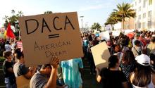 The State of Arizona has resorted to new maneuvers to harm young undocumented immigrants who came to the country during childhood, better known as Dreamers. REUTERS / JOHN GASTALDO Archive.