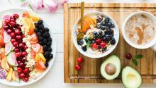 Según los nutricionistasun desayunoequilibradodebe incluir fruta, lácteos, cereales y frutos secos.Foto: Brooke Lark