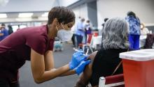 Health workers in New York must be vaccinated to continue working. Photo: Getty Images.