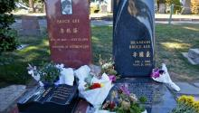 Brandon Bruce Lee's grave is located next to his father's grave at Lake View Cemetery. Photo: Flickr