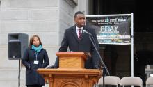Prior to the official announcement of his campaign on Feb. 7, mayoral candidate Doug Oliver hosted a public prayer vigil led by clergy and interfaith residents from communities across Philadelphia. Ana Gamboa/AL DÍA