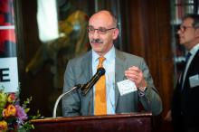"""Dr. Alberto Esquenazi accepts """"Top Doctor"""" awardat the 2019 AL DÍA Top Doctors Forum on Jan. 24, 2019. Photo: Todd Zimmermann/AL DÍA News."""