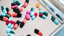 Es conveniente preguntar al farmacéutico acerca de su precio. Foto: Rawpixel