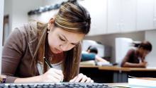 Los exámenes estandarizados no son perfectos—hay cantidad de factores que afectan el desempeño individual de los alumnos en exámenes específicos.