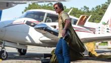 Tom Cruise interpretando al piloto Barry Seal en 'American Made' . David James / Universal Pictures