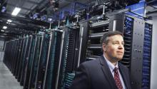 Tom Furlong, vice presidente de Operaciones deFacebookdurante la visita al primer centro de datos deFacebookfuera de Estados Unidos en Lulea.EFE/Susanne Lindholm