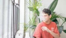 Los cigarrilos electrónicos son una alternativa paralos fumadores tradicionales. Foto:Connor Limbocker