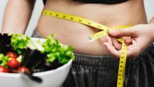 El consumo de ciertos alimentos puede hacer que nuestro estómago se hinche. Foto: Rawpixel