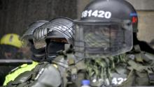 BOGOTA, COLOMBIA: Riot police offficers stand guard as demonstrators march during protests and national strike against government of President Iván Duque (Photo by Guillermo Legaria/Getty Images)