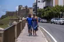 A couple of tourists wear face masks in Old San Juan, Puerto Rico on July 20, 2020. Photo: Ricardo Arduengo/AFP via Getty Images.