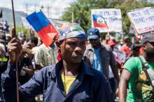 Los haitianos se manifiestan durante una protesta para denunciar el proyecto de referéndum constitucional llevado a cabo por el presidente Jovenel Moise el 28 de marzo de 2021 en Puerto Príncipe. Foto:Valerie Baeriswyl/AFP via Getty Images