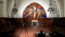 """Fotografía sin fecha cedida por Google, de la grabación de un museo en Pomona, California, para la colección digital """"Latino Cultures in the U.S."""" que hace parte de la plataforma y aplicación """"Google Arts & Culture"""". EFE/Google"""