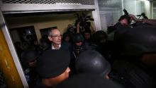 Un juez envió el lunes a prisión preventiva al expresidente de Guatemala Álvaro Colom y a nueve de los 10 exmiembros de su Gabinete de Gobierno detenidos este martes por un caso de corrupción, entre ellos, el presidente deOxfamInternacional Juan Alberto Fuentes Knight. EFE/Esteban Biba