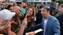 Lin-Manuel Miranda among his fans in San Juan de Puerto Rico, last summer. The famous actor, of Puerto Rico origin has urged to promote the arts as a way to improve the social and educative level of the island. EFE/Enid M. Salgado