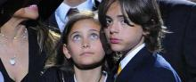 Hijos de Michael Jackson dejan sus máscaras