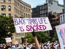 Imagen de una pancarta durante las manifestaciones por Black Trans Lives Matter