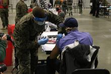 A patient recieves a dose of the COVID-19 vaccine at the FEMA-run vaccine site at the Pennsylvania Convention Center on March 2, 2021. Photo: Nigel Thompson/ AL DÍA News.
