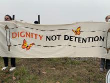 Protesters stood in solidarity with ICE detainees on hunger strike in Bergen County jail.Photo: Maritza Zuluaga / AL DIA
