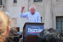Vermont Sen. Bernie Sanders speaks to supporters and protesters outside Hahnemann University Hospital on July 15. Photo: Nigel Thompson/AL DÍA News.