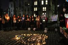Students, members of the Iranian diaspora community, and others gathered on UPenn's campus on Jan. 15 to remember the 176 people who lost their lives in the plane shot down on Jan. 8. Photo: Emily Neil / AL DÍA News