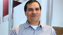 El autor paraguayo Javier Viveros que latraducción es seguramente el único caminopara romper la situación de aislamiento que asfixia al Paraguay, eterno ausente de los grandes circuitos editoriales. Foto: Javier Viveros