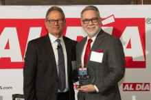 Dr. Jesse Roman (right) accepts his award from Dr. Jack Ludmir (left) at the AL DÍA Top Doctors Forum on Jan. 24, 2019. Photo: Todd Zimmermann/AL DÍA News.