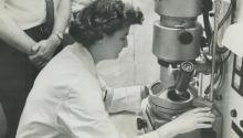 June Almeida tuvo una vida extraña y viajera, antes de publicar la primera imagen de un coronavirus en 1967. Photo:Getty