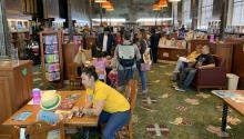 LA Librería, en Los Ángeles, es un espacio de lectura y bilingüismo para los más pequeños. Photo: El País.