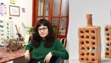 """Viviana Balcárceland her sculpture """"18 holes"""". Photo: El Comercio"""