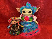 Baby Yoda dressed as Frida Kahlo. Photo from Rossy Holguín's facebook