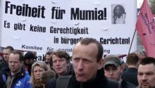 Pro Abu-Jamal demonstrations like this April 2008 outside the U.S. Embassy in Berlin, take place regularly worldwide. Photo LBW