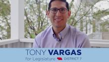Nacido en EEUU de padres inmigrantes peruanos, el senador de Omaha Tony Vargas es el artífice de una resolución de ley para protegerel estatus legal de los beneficiarios del programa DACA en el estado de Nebraska.