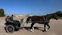 Los menonitas han evitadola telefonía móvil, la televisión e incluso los neumáticos. Hasta ahora.Photo: AFP