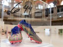 The shoes with which Messi scored the 664th goal with FC Barcelona will be exhibited at the MNAC.