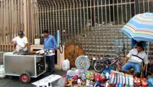 Vendedores ambulantes en la frontera con Estados Unidos en Tijuana, México. Foto: Wikipedia