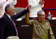 Miguel Díaz-Cane with Raúl Castro, after his election as first secretary of the Central Committee of the Communist Party of Cuba. Arien Ley Royero, EFE.