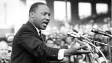 MLK insistióa los líderes civiles latinx para que se unieran a la Marcha sobre Washington, ya que sentía ambas luchas hermanadas. Photo: AFP