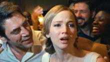 "Jennifer Lawrence y Javier Bardem en ""Mother!"": Niko Tavernise/Paramount Pictures"