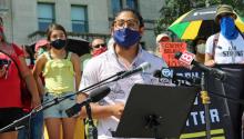 Eric Cruz López, hablando en un mitin de julio de 2020 en Hartford, CT. FOTOGRAFÍA: Justin Papp
