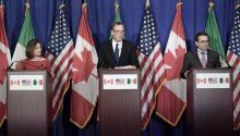 El ministro de Economía mexicano Ildefonso Guajardo, la ministra de Exteriores canadiense Chrystia Freeland y el representante de Comercio de Estados Unidos, Robert Lighthizer.EFE/Lenin Nolly