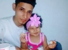 25-year-old Óscar Martínez and his daughterValeria. Photo: El Espectador