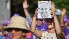 El Papa pide perdón por los abusos sexuales de los curas en Chile, pero oficia misa junto a un obispo cuestionado. Foto:EFE/Luca Zennaro
