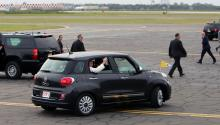 Pope Francis in his Fiat, arriving in Philadelphia last September. Photos: Lucía Tejo/AL DÍA News