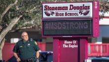 "A policeman stands guard at the entrance of the Marjory Stoneman Douglas Institute, this Thursday in Parkland, Florida. The governor of Florida, Ron DeSantis, praised the ""tremendous courage"" and ""resilience"" shown by the community of Parkland after the shooting that exactly one year ago left 17 dead in a school in that city in the southeast of the state. EFE/Cristobal Herrera"