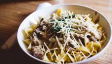 Muchas vecesacompañamos la pasta con salsas y otros ingredientesmenos saludables. Foto:Josh Sorenson