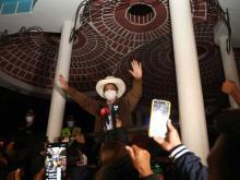 Presidential candidate Pedro Castillo addresses supporters. Photo EFE.