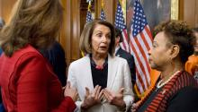 The leader of the Democratic caucus in the House, Nancy Pelosi (c), participates in a meeting in the Capitol, Washington DC (United States) on November 30, 2018. The first legislative proposal of the new Democratic majority in the House will be an anti-corruption law aimed at eradicating the influence of money in politics and expanding voting rights in the country, Pelosi announced. EFE/Michael Reynolds